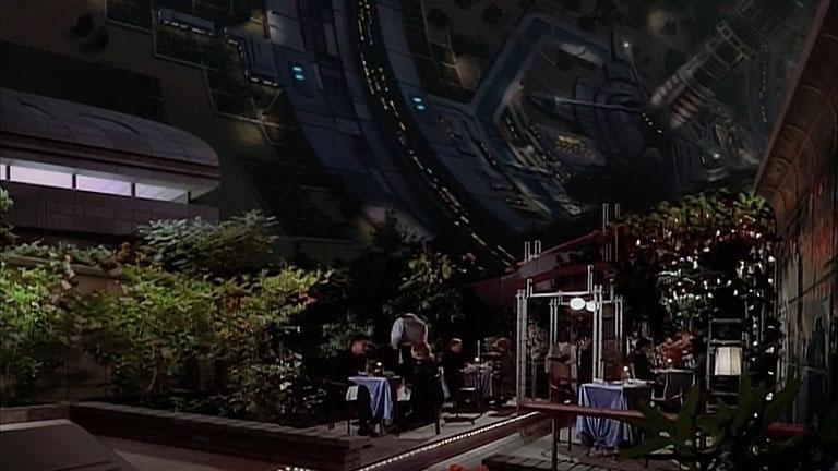Кадр из первого сезона, ресторан во внутренней части станции Вавилон-5